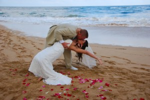 Lydgate beach wedding pose